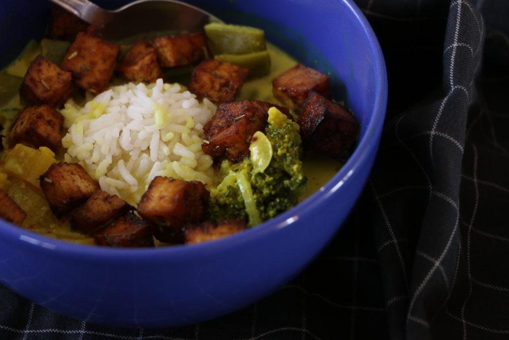 soupe de curry et tofu