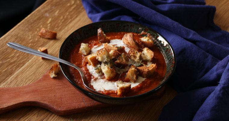 Soupe aux tomates séchées et croûtons à l'ail