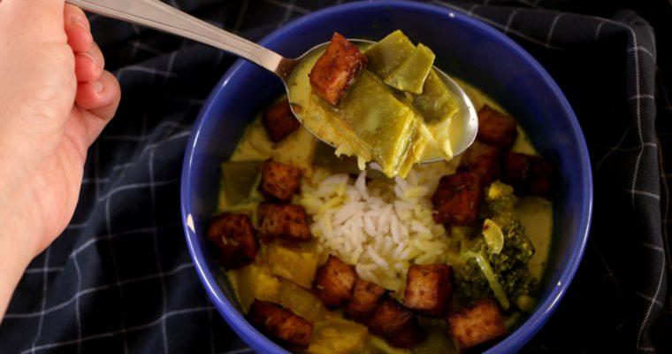 Soupe de curry aux légumes verts et tofu