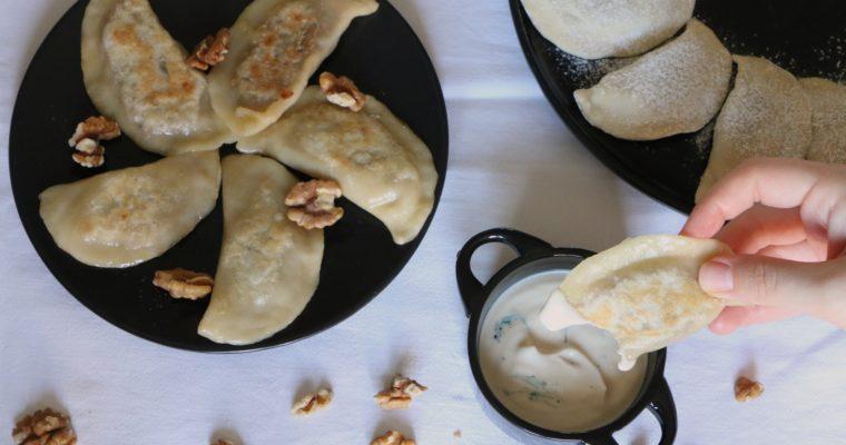 Pierogi noix et oignons caramélisés, sauce «gorgonzola» (vegan)