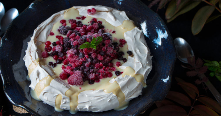 Pavlova aux fruits rouges et coulis de citron